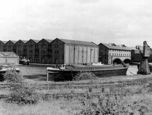 image c03038 ellesmere port basin 1950's