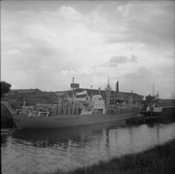 image 110 - russian ship entering latchford locks