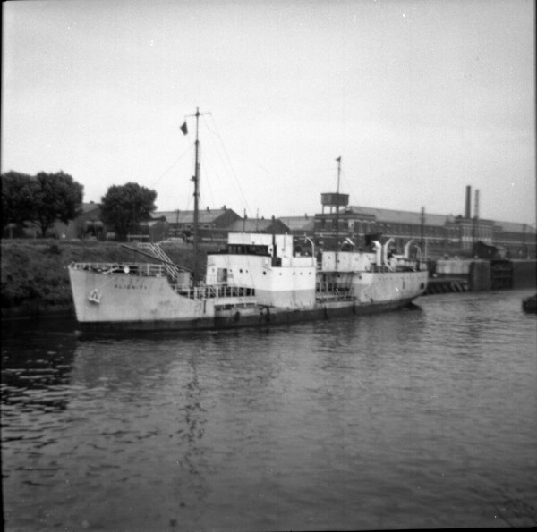 image 120 - 'alignity' (everard) leaving latchford locks outward