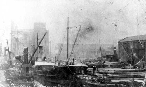 image c03042 ellesmere port shropshire union canal basin(raddle wharf on left)