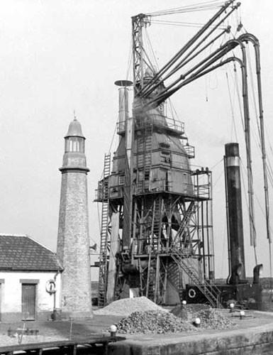 image c03273 shrop-union lighthouse & grain elevator