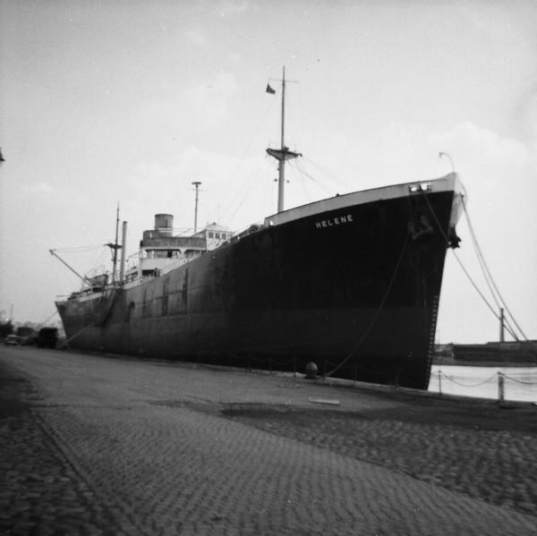 image 02 - 'helene' in alfred half tide dock, birkenhead(1)