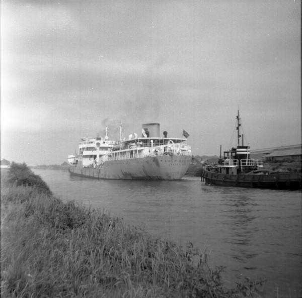 image 115 - 'anco sailor' (norway) leaving latchford locks inward(2)