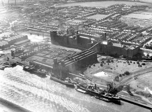 image c03014 ellesmere port docks & flour mills 1947