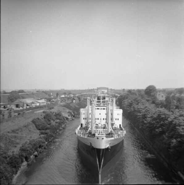 image 116 - 'pacific stronghold' about to pass beneath latchford cantilever bridge