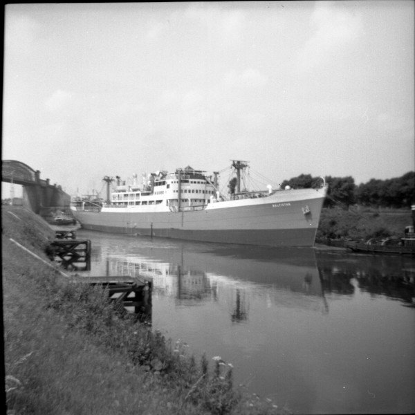image 107 - 'baltistan' entering latchford locks