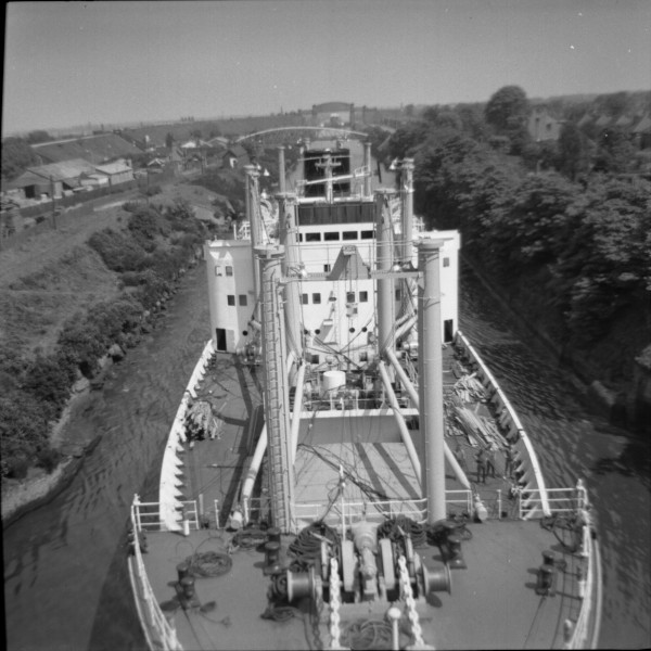 image 117 - 'pacific stronghold' passing beneath latchford cantilever bridge outward