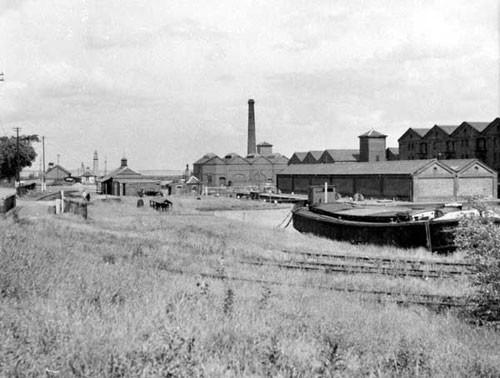 image c03033 ellesmere port basin from dock street 1950's