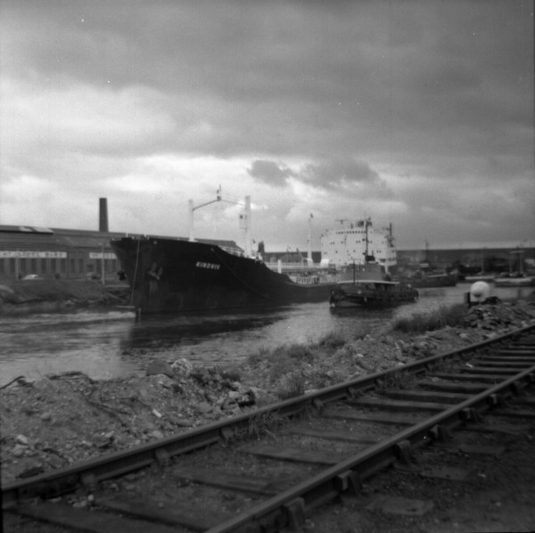 image 127 - 'kindvik' (iron ore carrier) temporarily berthing on latchford top dolphins bound for irlam steel works