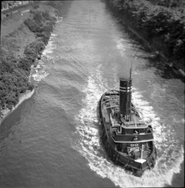 image 118 - 'msc archer' passing beneath latchford cantilever bridge